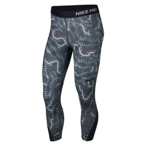 Nike Pro crop chain feather capris